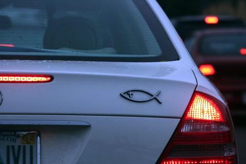 Символ рыбы на автомобиле