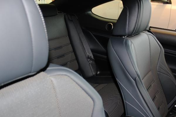 Вид назад с передних сидений