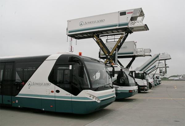 Нижегородский аэропорт ввел вэксплуатацию самоходный пассажирский трап иленточный транспортер