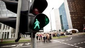 Пешеходы в России будут управлять светофорами с мобильного телефона